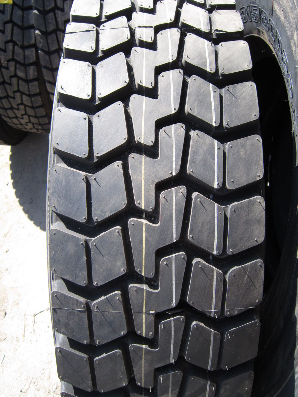 Грузовая шина ROADSHINE RS604 235/75R17.5 16PR 132/129M (вед)